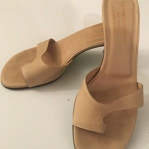 Donald Pliner Tan Volare Toe Wrap 7.5 Kitten Heels